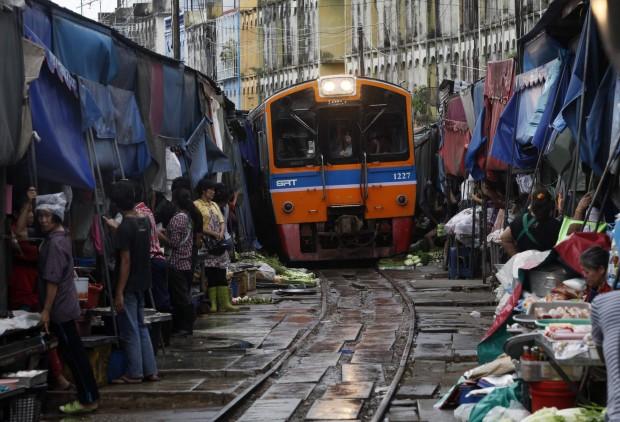 Maeklong railway market - Thailandia